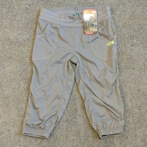 NWT The North Face YOUTH girls capris SZ Med